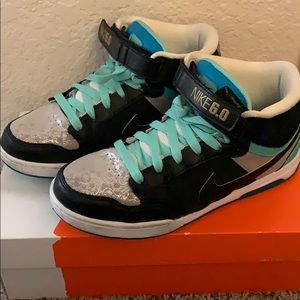 Gently used Women's Air Morgan Mid
